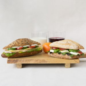 Twee broodjes uit het assortiment Thijs.