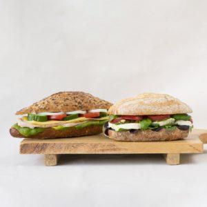 Twee broodjes van de Broodlunch Thijs.